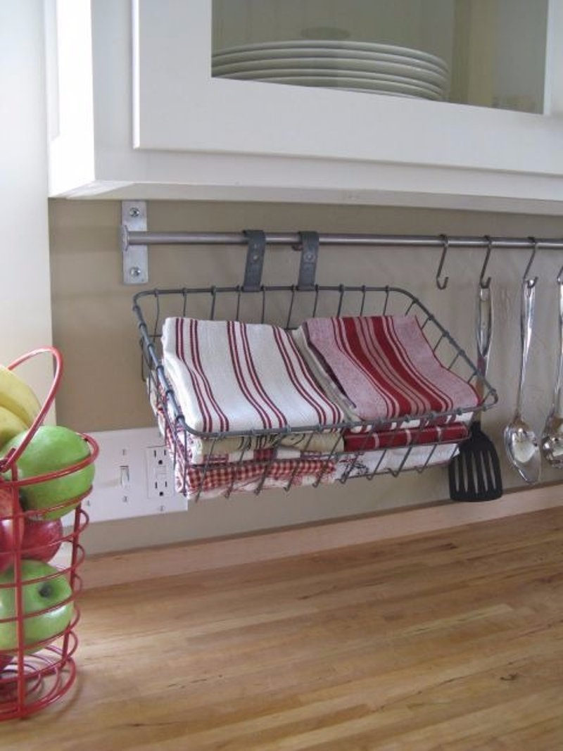 9 Clever Ways To Organize With A Towel Bar Hometriangle