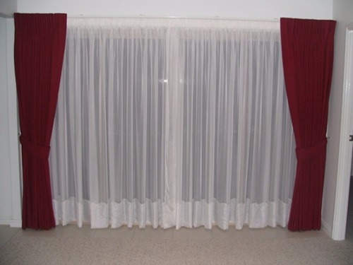 Wet Room Shower Curtains >> The Different Types Of Curtains - HomeTriangle