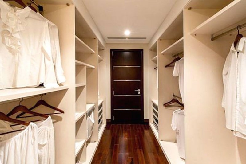 Inside aishwarya and abhishek bachchan 39 s beautiful villa for Ample closet space