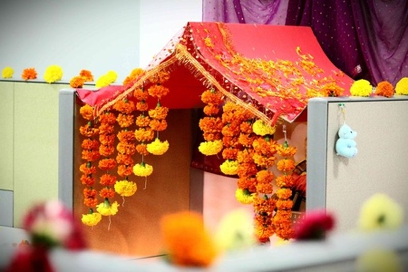 Ganesh chaturthi decoration ideas hometriangle for Decoration ganpati
